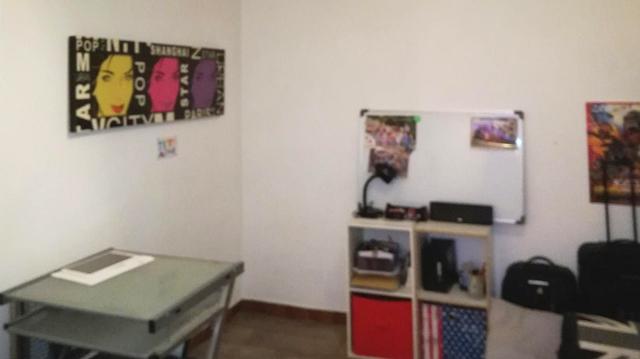 pavillon louer milhaud n mes. Black Bedroom Furniture Sets. Home Design Ideas